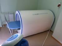Магнитотурботрон - магнитотерапевтическая установка, предназначенная для общей магнитотерапии с целью лечения и профилактики различных заболеваний низкоинтенсивным вращающимся магнитным полем с  гипотензивным, обезболивающим, противоотечным, противовоспалительным, регенерирующим действием.